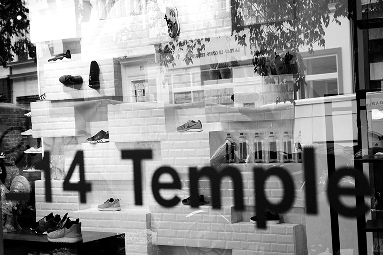 vitrine 14 temple BHV marais